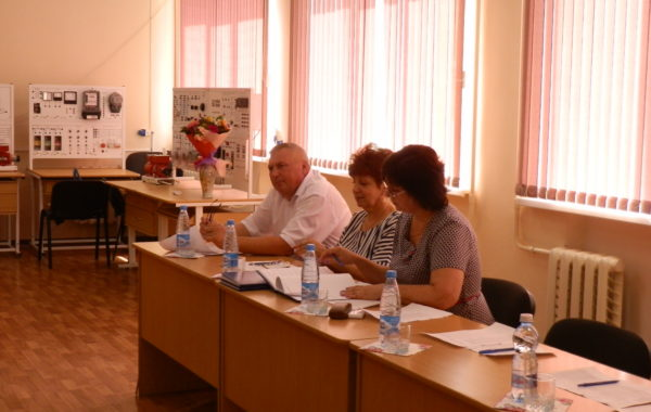 Начальник Буденновского отдела филиала ЦЛАТИ по Ставропольскому краю в составе аттестационной комиссии на защите дипломных работ